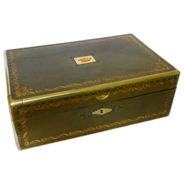 Large jewelry box covered with green leather enhanced with gold decoration, crown of Marquis