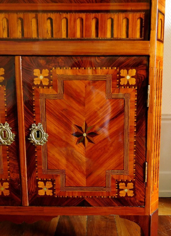 Rich marquetry Secretary - Courte in Dijon, France, Louis XVI production, late 18th century circa 1780