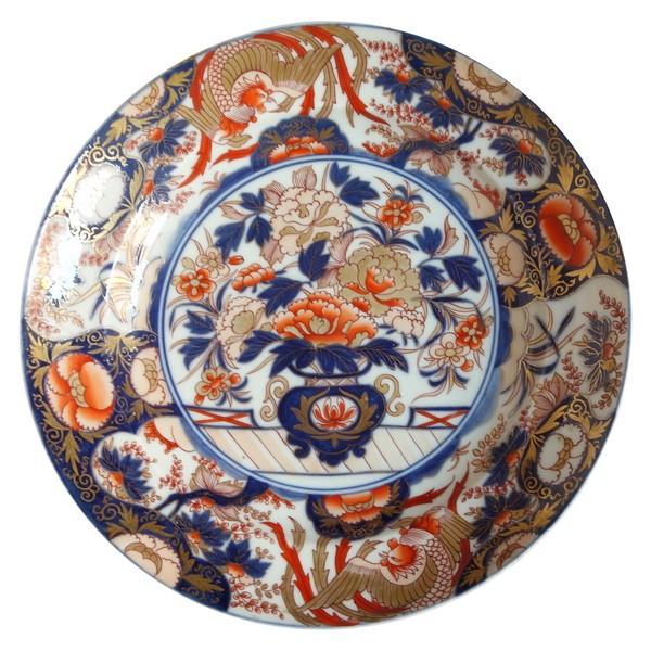 Large round Chinese / Japanese porcelain dish, late 18th century
