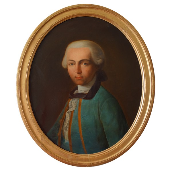 Portrait of an 18th century French aristocrat, ovale gilt wood frame