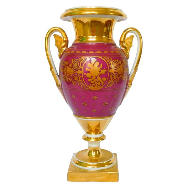Vase d'ornement d'époque Empire en porcelaine de Paris de couleur pourpre, décor à l'or - 25,5cm
